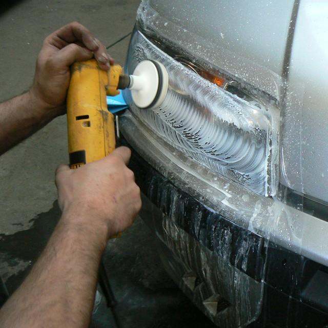 Chłodny Polerowanie reflektorów samochodowych; renowacja, regeneracja lamp VT82